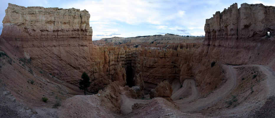 Photo of Switchback trail into Bryce Canyon